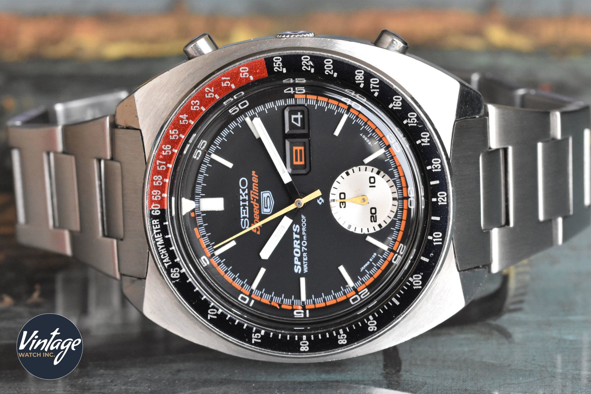 How to use a tachymeter scale on a chronograph watch?